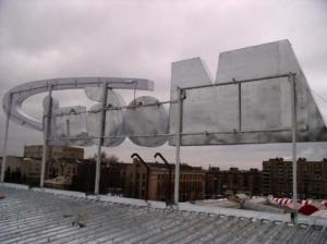 Световая часть крышной конструкции выполнена из металлического каркаса обшитого оцинкованным листом.