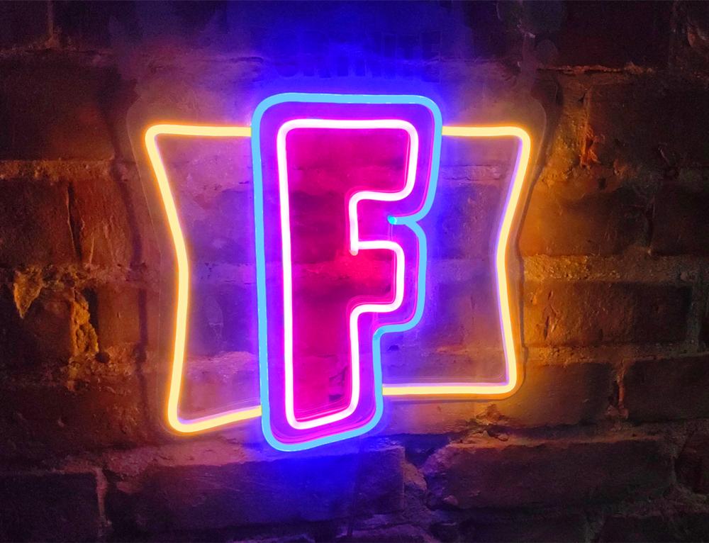 Неоновая вывеска Fortnite