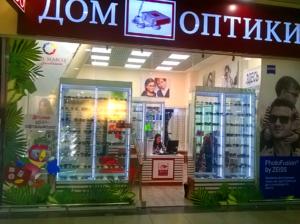 сезонное акционное оформление витрин для сети салонов Дом оптики