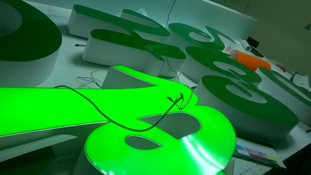 Букви з підсвітленням на стіну