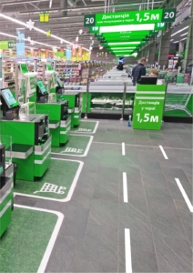 наклейки для соблюдения дистанции на кассах маркетов и аптек