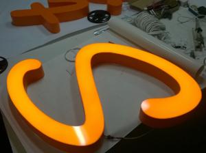 Изготовление световых пластиковых букв